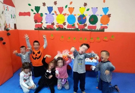 Our little zombies celebrating #Halloween.. στο παιδικό εργαστήρι μας🎃🧟🎃 🐢Τα μέλη μας έχουν -50% Έκπτωση στην συνδρομή του Παιδικού εργαστηρίου  #χελωνάκια #παιδικάκολυμβητήρια #babyswimming #kidsswimming #παιδικόεργαστήρι